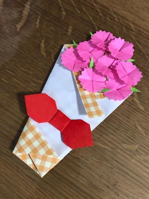 ハンドメイド 折り紙 カーネーション花束 母の日 壁面飾り_1