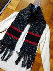 《17》ハンドメイド/手編み/リブ編みマフラー黒×グレー赤ライン_1