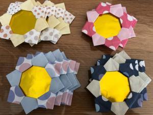 ハンドメイド 折り紙 花メダル 20枚 壁面飾り イベント_1